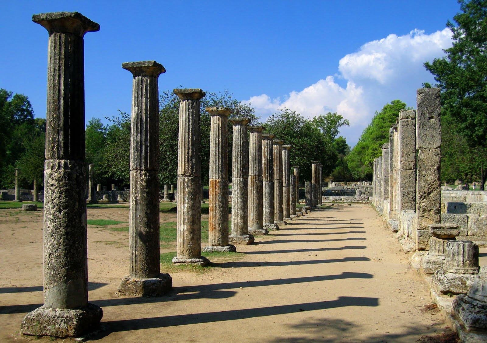 Grecia brujula nomada for Gimnasio zeus